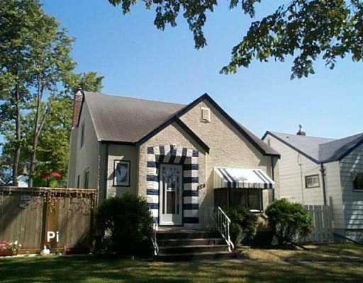 Main Photo: 629 BANNERMAN Avenue in Winnipeg: North End Single Family Detached for sale (North West Winnipeg)  : MLS®# 2613247