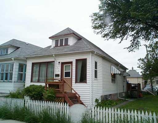 Main Photo: 346 HARBISON Avenue West in Winnipeg: East Kildonan Single Family Detached for sale (North East Winnipeg)  : MLS®# 2508570