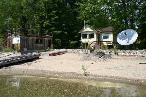 Main Photo: 7086 Lucern Beach Road: Magna Bay Residential Detached for sale (North Shore, Shuswap Lake)  : MLS®# 9217031