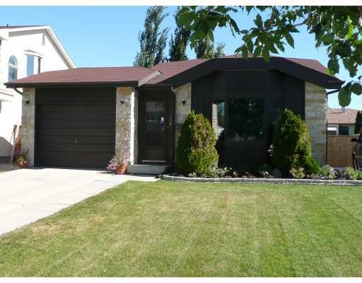 Main Photo: 190 VINCE LEAH Drive in WINNIPEG: West Kildonan / Garden City Single Family Detached for sale (North West Winnipeg)  : MLS®# 2714389