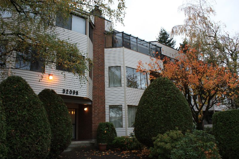 "Main Photo: 101 32098 GEORGE FERGUSON Way in Abbotsford: Abbotsford West Condo for sale in ""HEATHER COURT"" : MLS®# F2925431"