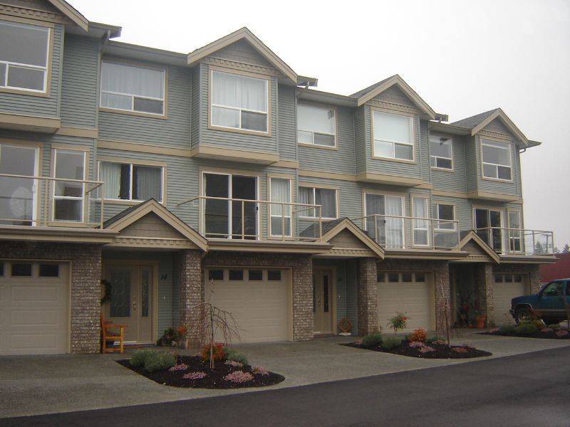 Main Photo: 15 2475 Mansfield Drive in Courtenay: Residential Attached for sale (Comox Valley)  : MLS®# 228451