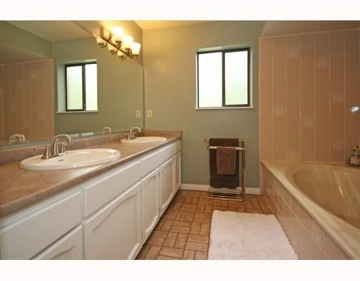 Photo 9: Photos: 820 SIGNAL CT in Coquitlam: House for sale : MLS®# V786806