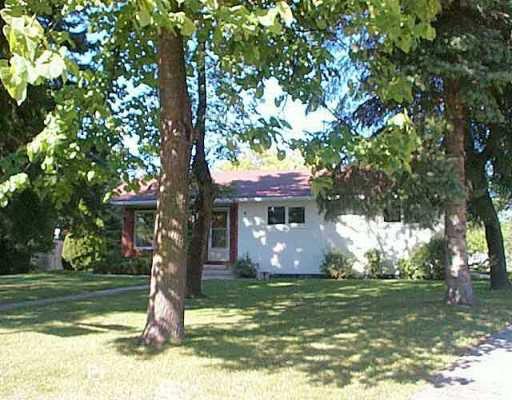 Main Photo: 27 VENUS Bay East in Winnipeg: Fort Garry / Whyte Ridge / St Norbert Single Family Detached for sale (South Winnipeg)  : MLS®# 2512719