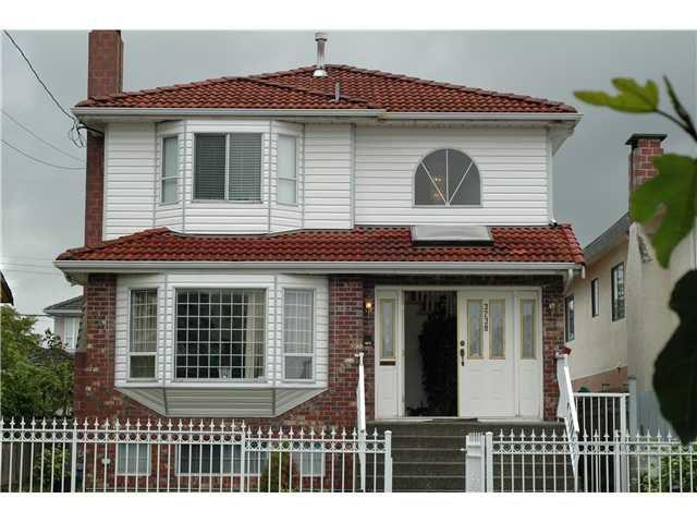 Main Photo: 3238 E 43 Avenue in : Killarney VE House for sale (vancouver)  : MLS®# v900320