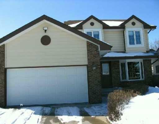 Main Photo: 206 FOXMEADOW Drive in Winnipeg: River Heights / Tuxedo / Linden Woods Single Family Detached for sale (South Winnipeg)  : MLS®# 2603201