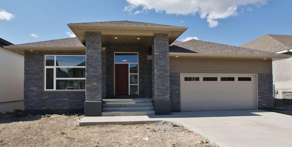 Main Photo: 77 Maple Creek Ddrive in Winnipeg: Residential for sale (South Winnipeg)  : MLS®# 1208663