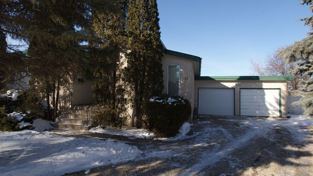 Main Photo: 47 Martindale Place in Winnipeg: Maples / Tyndall Park Residential for sale (North West Winnipeg)