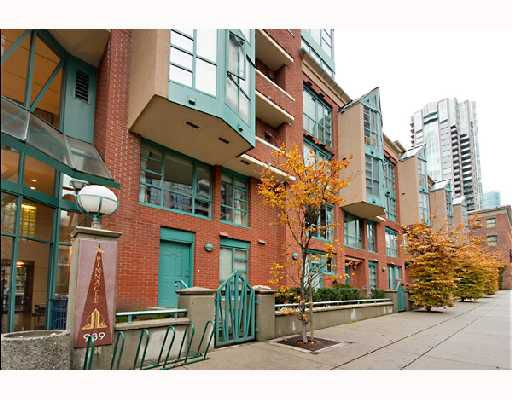 "Main Photo: 937 HOMER Street in Vancouver: Downtown VW Townhouse for sale in ""PINNACLE"" (Vancouver West)  : MLS®# V675780"