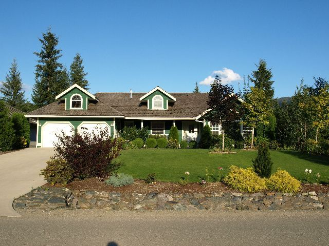 Main Photo: 2731 Golf Course Drive in Blind Bay: Shuswap Lake Estates Residential Detached for sale : MLS®# 9190048