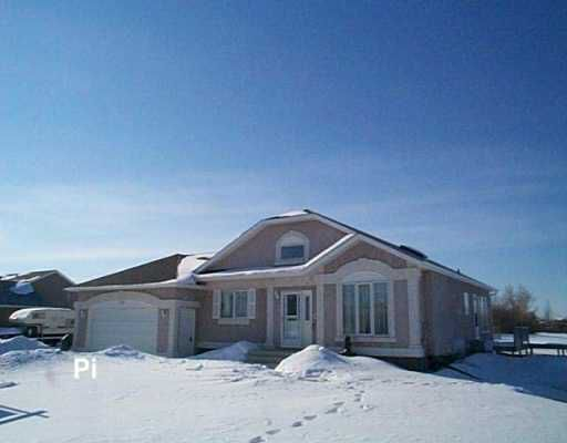 Main Photo: 730 KNOWLES Avenue in Winnipeg: North Kildonan Single Family Detached for sale (North East Winnipeg)  : MLS®# 2603327
