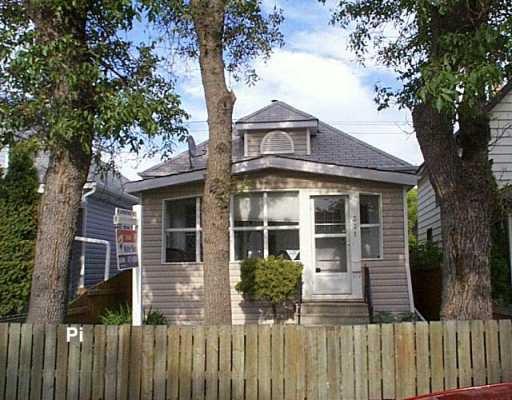 Main Photo: 331 INGLEWOOD Street in Winnipeg: St James Single Family Detached for sale (West Winnipeg)  : MLS®# 2612872