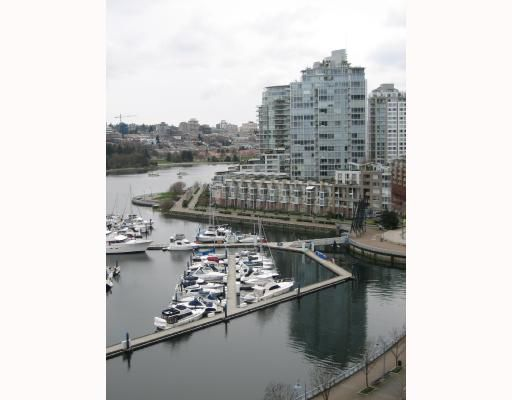 """Main Photo: 1505 1067 MARINASIDE Crescent in Vancouver: False Creek North Condo for sale in """"QUAYWEST 2"""" (Vancouver West)  : MLS®# V694260"""