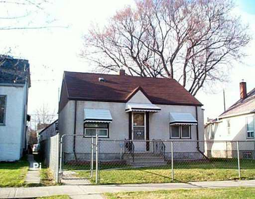 Main Photo: 41 CLONARD Avenue in Winnipeg: St Vital Single Family Detached for sale (South East Winnipeg)  : MLS®# 2605080
