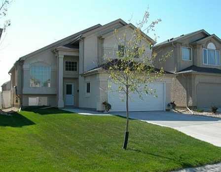 Main Photo: 28 CRAIGMOHR Drive in Winnipeg: Fort Garry / Whyte Ridge / St Norbert Single Family Detached for sale (South Winnipeg)  : MLS®# 2618748