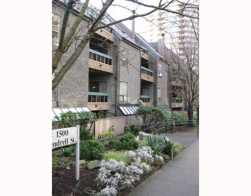 """Main Photo: 326 1500 PENDRELL Street in Vancouver: West End VW Condo for sale in """"PENDRELL MEWS"""" (Vancouver West)  : MLS®# V683404"""