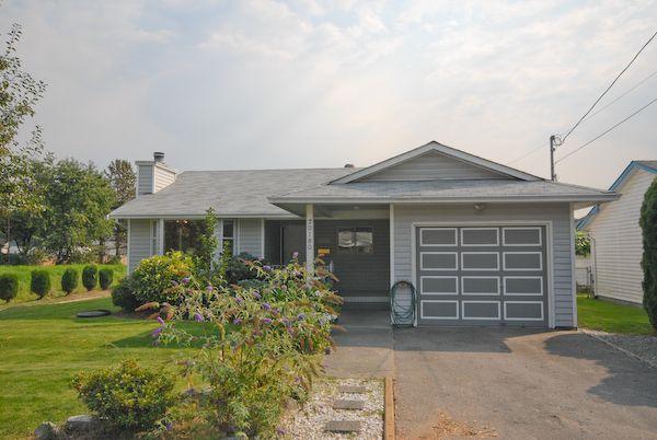 Main Photo: 20180 Wanstead Street in Maple Ridge: Southwest Maple Ridge House for lease