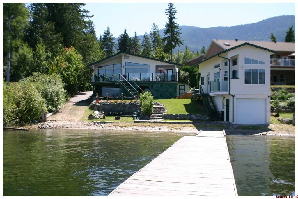 Main Photo: 877 Armentieres Road in Sorrento: Waterfront House for sale : MLS®# 10096314