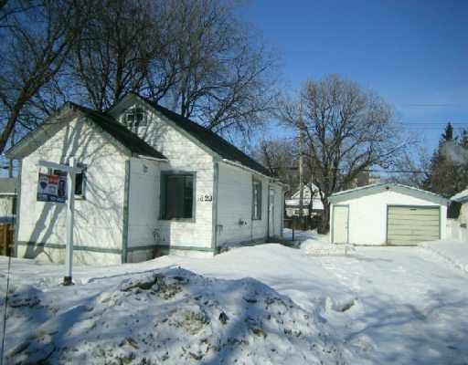 Main Photo: 1823 WILLIAM Avenue West in Winnipeg: Brooklands / Weston Single Family Detached for sale (West Winnipeg)  : MLS®# 2703722