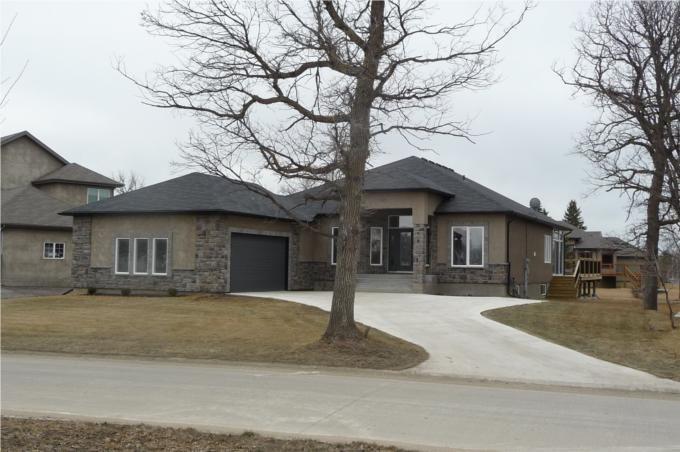 Main Photo: 372 Oak Forest CR in Winnipeg: Westwood / Crestview Residential for sale (West Winnipeg)  : MLS®# 1005142