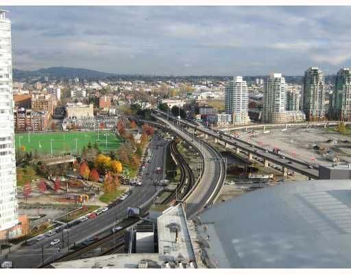 """Main Photo: 2205 131 REGIMENT Square in Vancouver: Downtown VW Condo for sale in """"SPECTRUM 3"""" (Vancouver West)  : MLS®# V678790"""