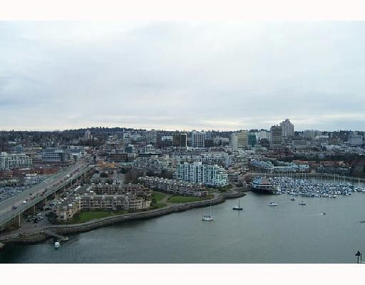 "Main Photo: 3105 1033 MARINASIDE Crescent in Vancouver: False Creek North Condo for sale in ""QUAYWEST 1"" (Vancouver West)  : MLS®# V699379"