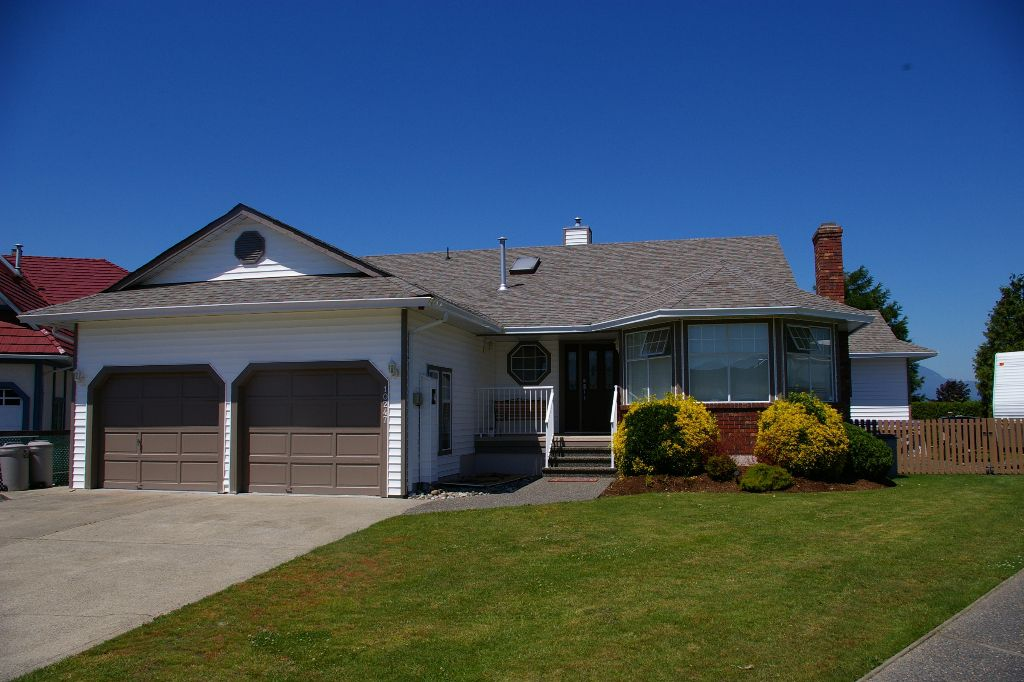 Main Photo: 10247 CRYSTAL: House for sale : MLS®# h1103096