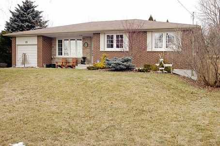Main Photo: 21 King Richard Court in Markham: House (Bungalow) for sale (N11: LOCUST HIL)  : MLS®# N1526597