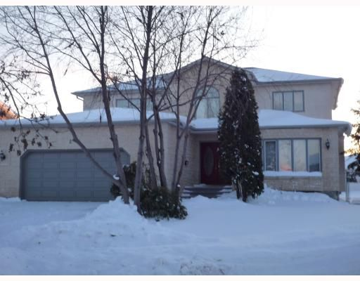Main Photo: 26 SAPHIRE Place in WINNIPEG: West Kildonan / Garden City Residential for sale (North West Winnipeg)  : MLS®# 2903778