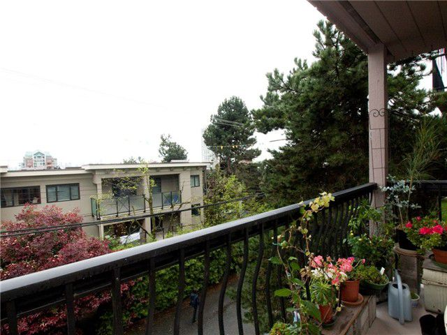 "Photo 2: Photos: 8 137 E 5TH Street in North Vancouver: Lower Lonsdale Condo for sale in ""Our House"" : MLS®# V825636"