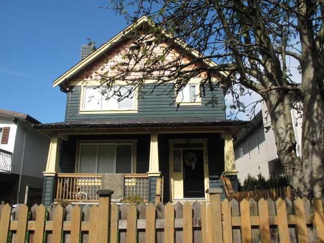 Main Photo: 637 E 10TH Avenue in Vancouver: Mount Pleasant VE House 1/2 Duplex for sale (Vancouver East)  : MLS®# V853741