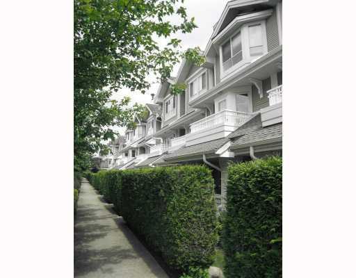 "Main Photo: 16 22000 SHARPE Avenue in Richmond: Hamilton RI Townhouse for sale in ""RICHMOND MEWS"" : MLS®# V732145"