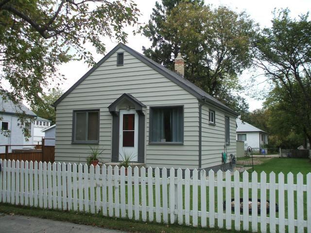 Main Photo: 455 Lariviere Street in WINNIPEG: St Boniface Residential for sale (South East Winnipeg)  : MLS®# 1018534