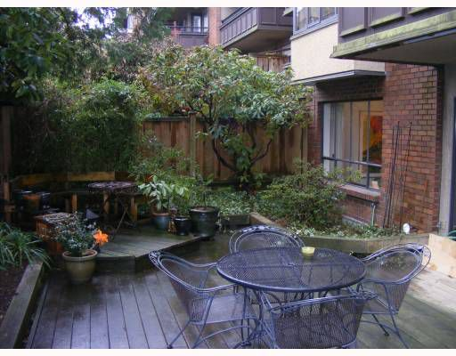 "Main Photo: 113 1405 W 15TH Avenue in Vancouver: Fairview VW Condo for sale in ""LANDMARK GRAND"" (Vancouver West)  : MLS®# V753972"