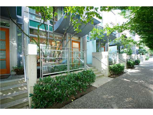 "Main Photo: 1223 ALBERNI Street in Vancouver: West End VW Townhouse for sale in ""Residences on Georgia"" (Vancouver West)  : MLS®# V843593"
