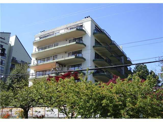 "Main Photo: 203 747 17TH Street in West Vancouver: Ambleside Condo for sale in ""WESMOOR HOUSE"" : MLS®# V828674"