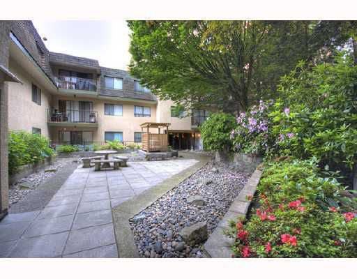 """Main Photo: 204 466 E 8TH Avenue in New_Westminster: Sapperton Condo for sale in """"PARK VILLA/ SAPPERTON"""" (New Westminster)  : MLS®# V732486"""
