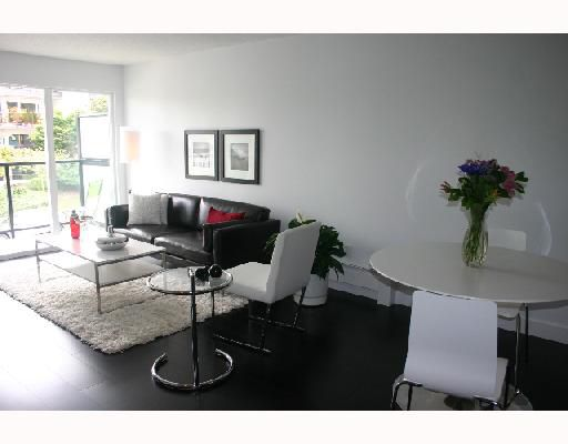 """Main Photo: 6 2223 PRINCE EDWARD Street in Vancouver: Mount Pleasant VE Condo for sale in """"VALKO GARDENS"""" (Vancouver East)  : MLS®# V728781"""