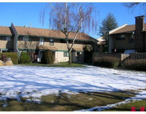 """Main Photo: 43 5850 177B Street in Surrey: Cloverdale BC Townhouse for sale in """"DOGWOOD GARDENS"""" (Cloverdale)  : MLS®# F2905226"""