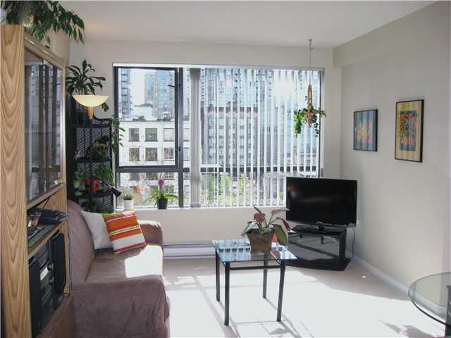 """Main Photo: 505 1189 HOWE Street in Vancouver: Downtown VW Condo for sale in """"GENESIS"""" (Vancouver West)  : MLS®# V821952"""