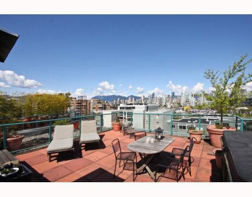 "Main Photo: 402 1630 W 1ST Avenue in Vancouver: False Creek Condo for sale in ""THE GALLERIA"" (Vancouver West)  : MLS®# V767465"