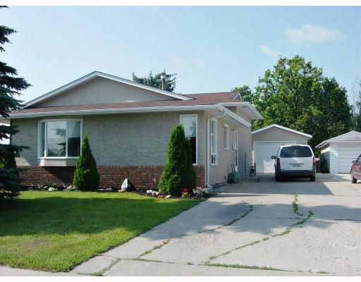 Main Photo: 642 GILMORE Avenue in WINNIPEG: North Kildonan Residential for sale (North East Winnipeg)  : MLS®# 2813984
