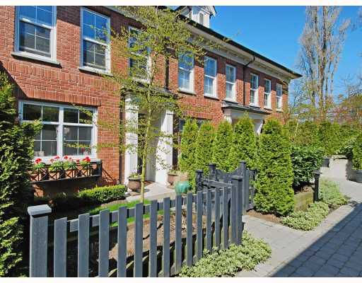 """Main Photo: 21 5812 TISDALL Street in Vancouver: Oakridge VW Townhouse for sale in """"TOWNE 1"""" (Vancouver West)  : MLS®# V763419"""
