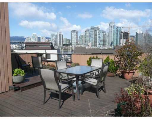 """Main Photo: 1083 SCANTLINGS BB in Vancouver: False Creek Townhouse for sale in """"MARINE MEWS"""" (Vancouver West)  : MLS®# V759244"""