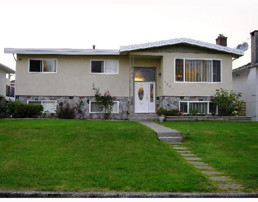 Main Photo: 6575 ST CHARLES Place in Burnaby: Upper Deer Lake House for sale (Burnaby South)  : MLS®# V733320