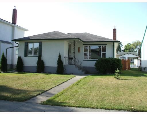 Main Photo: 428 ENNISKILLEN Avenue in WINNIPEG: West Kildonan / Garden City Single Family Detached for sale (North West Winnipeg)  : MLS®# 2716290