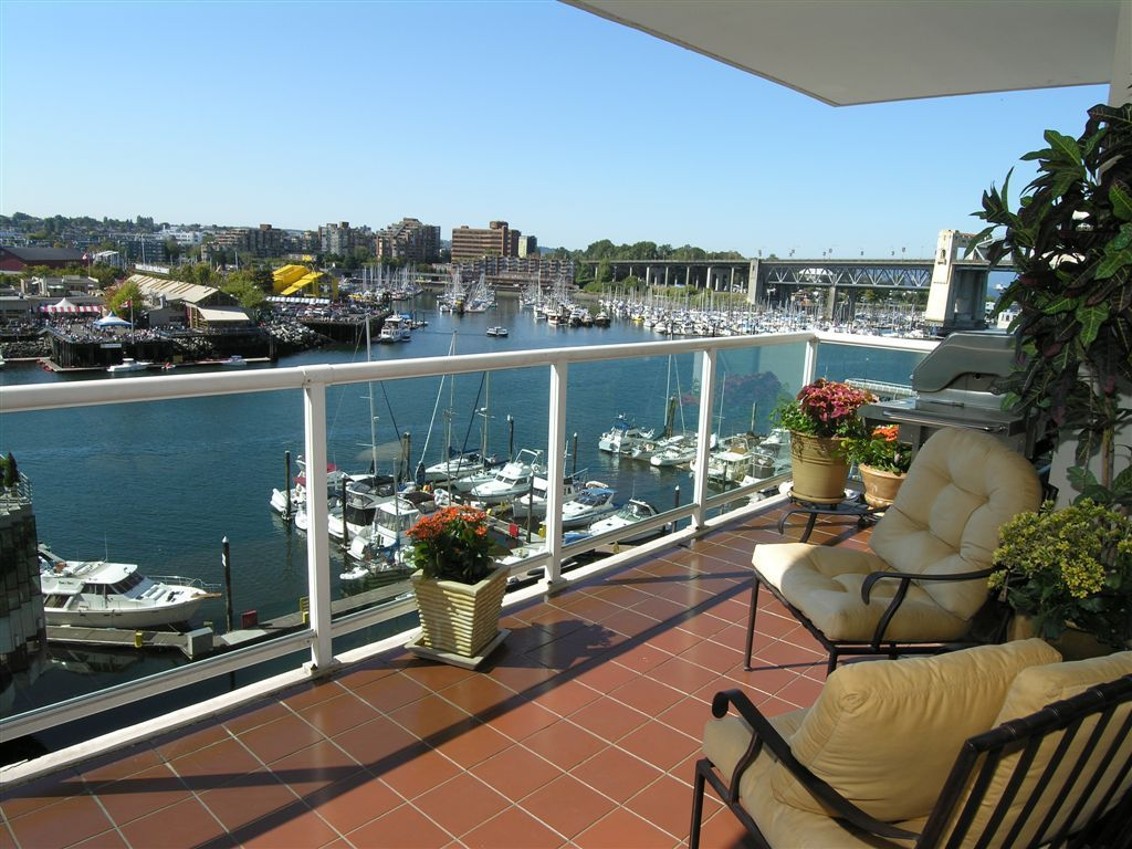 Main Photo: 706 1600 HOWE Street in Vancouver: False Creek North Condo for sale (Vancouver West)  : MLS®# V865802