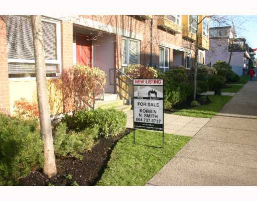 """Main Photo: 209 E 11TH Avenue in Vancouver: Mount Pleasant VE Townhouse for sale in """"TALA VERA"""" (Vancouver East)  : MLS®# V799393"""