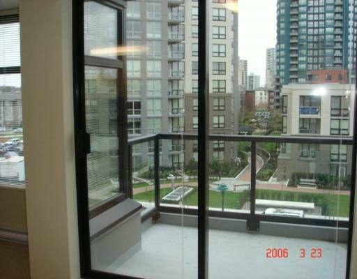 """Main Photo: 410 5380 OBEN Street in Vancouver: Collingwood VE Condo for sale in """"URBA"""" (Vancouver East)  : MLS®# V582143"""