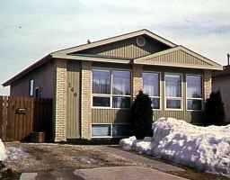 Main Photo: 140 PENFOLD Crescent in WINNIPEG: Windsor Park / Southdale / Island Lakes Single Family Detached for sale (South East Winnipeg)  : MLS®# 9704359